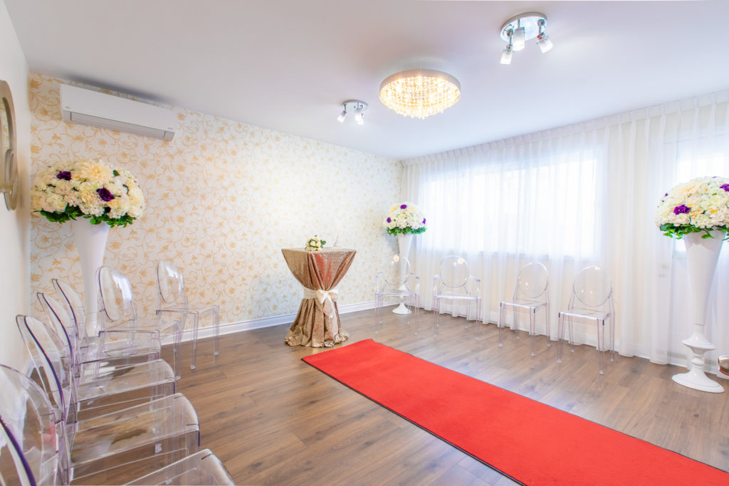 Notaire Montréal Laval Longueuil célébrant de mariage civil contrat de mariage salle de réception mariage pour cérémonie de célébration de mariage civil palais de justice civil-marriage-1024x683.jpg